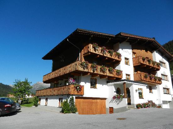 Pension Schafberg: Exterior View