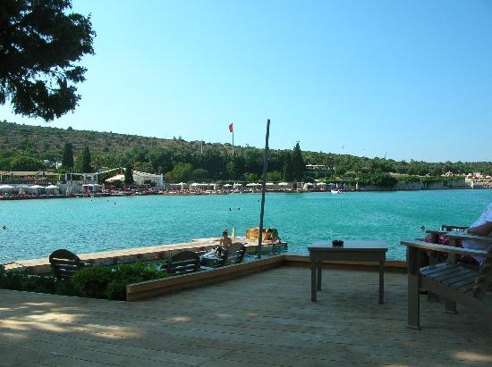 Sisus Hotel: the beach
