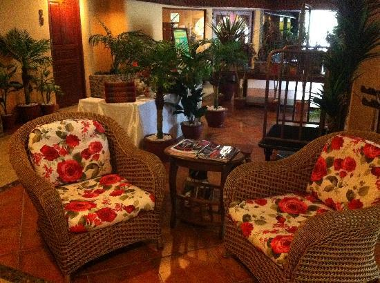 Pacific Club Resort: Nice and cozy lobby area with free internet