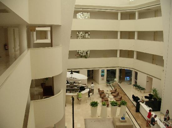 Sisus Hotel: inside the hotel