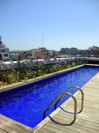 Pool picture of residencia melon district marina for Pool show barcelona