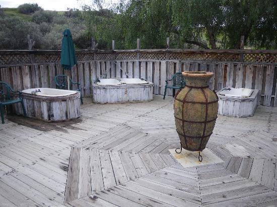 Mercey Hot Springs: Clothing optional hot tub area