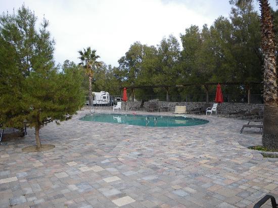 Mercey Hot Springs : Pool area