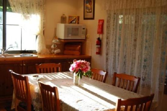 Memory Lane: Country kitchen / dining area
