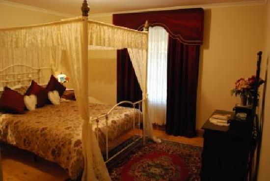 Memory Lane: Four poster beds