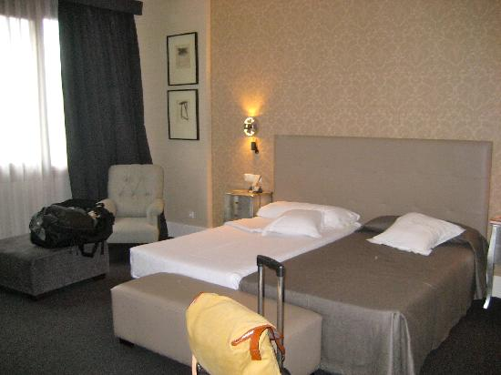 Carlton Hotel: Room