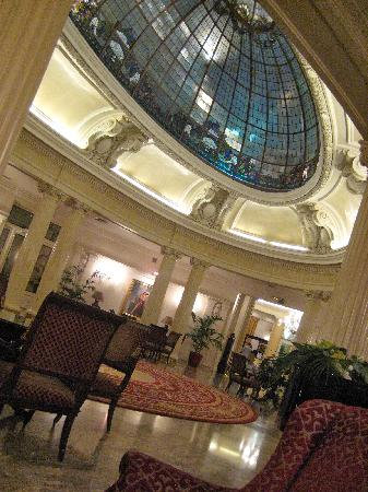 Carlton Hotel: Reception area