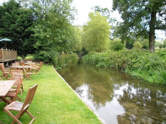 Prince Leopold Inn: River at the bottom of garden