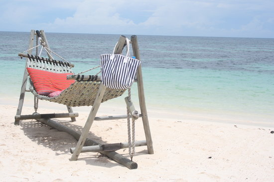 Desroches Island, เซเชลส์: Relax at the beach in front of the hotel