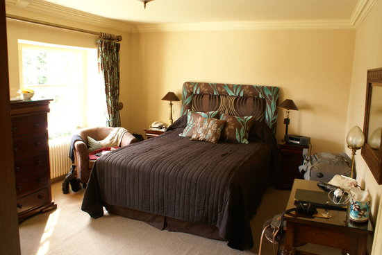 Another Place, The Lake : Bedroom at Rampsbeck Hotel
