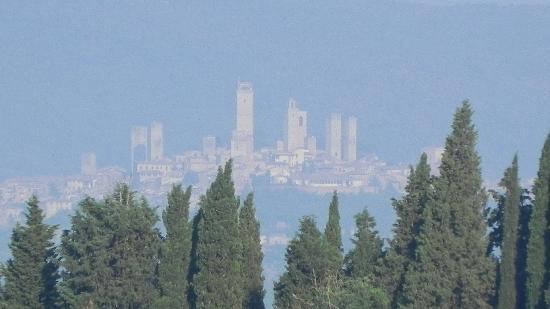 Poggibonsi, Italy: San Gimignano depuis I Melograni del Chianti