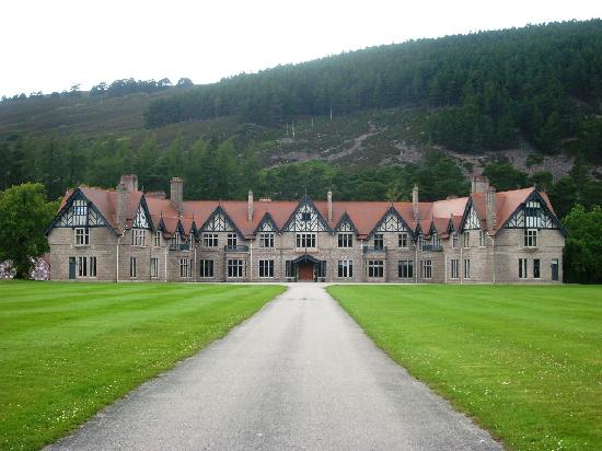 Braemar, UK: Mar Lodge, stunning building