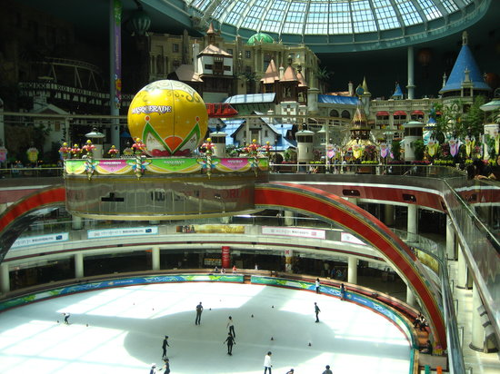 Seul, Corea del Sud: large indoor ice skating rink