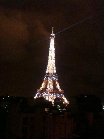 Shangri-La Hotel Paris : View from the room at night