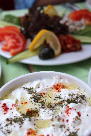 Palmiye Restaurant Istanbul : A few of the mezes at Palmiye Restaurant