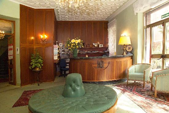 Hotel Diana: The reception