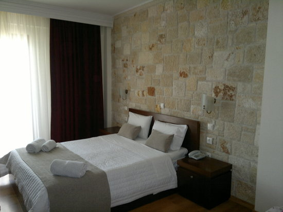 Kallithea, Grèce : Our room - at the back of the hotel