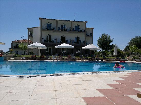 Nostos Hotel: the pool and hotel