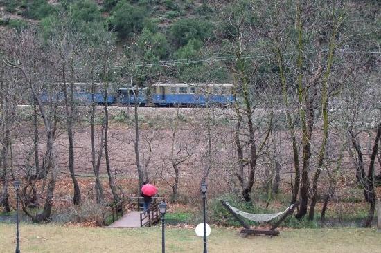 Montage Suites Hotel: Χαζεύοντας το τραίνο που περνάει για Ζαχλωρού...