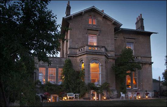 Apsley House Hotel: Apsley at Dusk