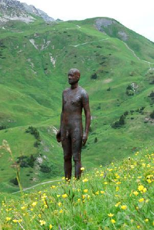Hotel Theodul: Gormley's Sculptures in the moutains.