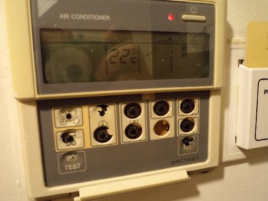 Geylang, Singapore: AirCon Controls