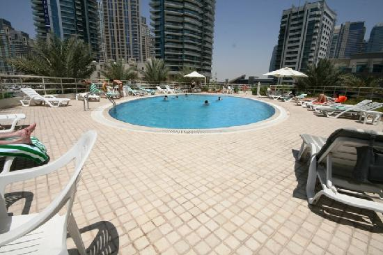 Marina Hotel Apartments: Pool