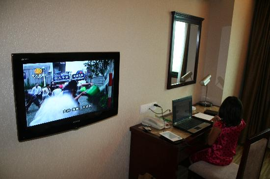 Yiyang Huatian Hotel : Decent LCD TV