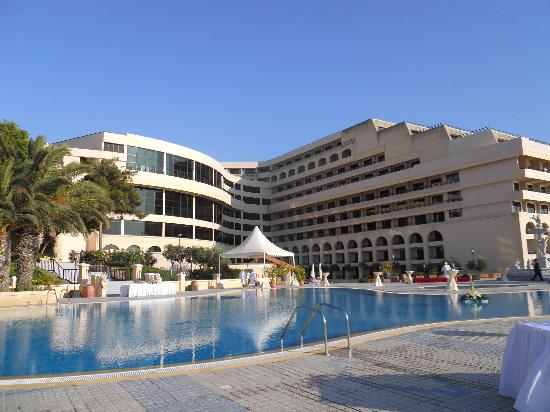 Excelsior Grand Hotel: Hotel from pool