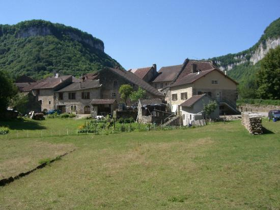 Hotel Parenthese : One of the many pretty villages in the area.