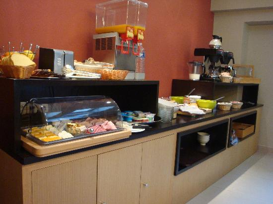 Source Hotel : Continental breakfast