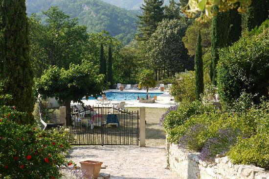 Hameau de Valouse : view on the pool