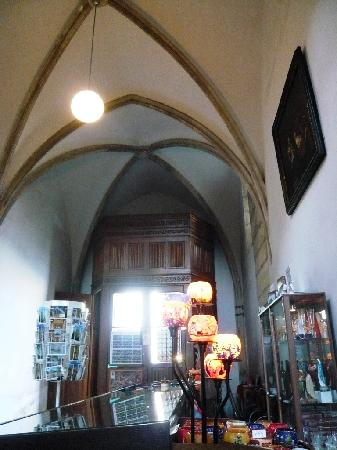 Cathedral of St. Barbara: 教会内のギフトショップ