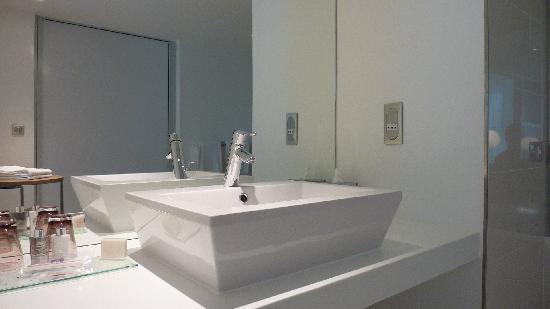 Hôtel Barrière Lille: salle de bain XXL