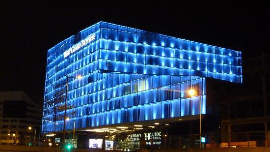 Hôtel Barrière Lille: exterieur by night