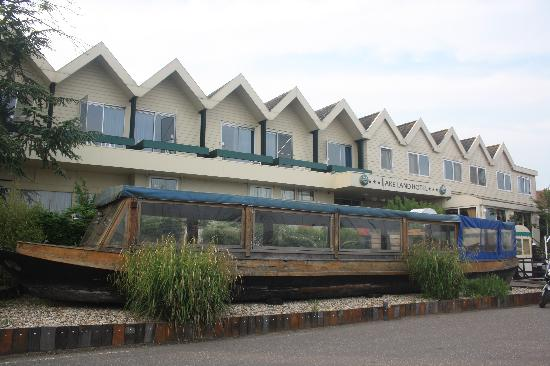 Lake Land Hotel: The front of the hotel
