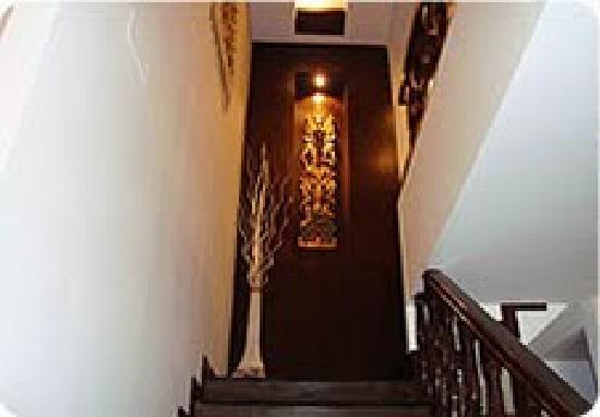 Pyramid Inn: Lobby Stair case