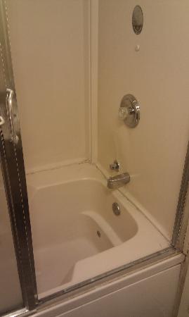 Clinton Manor Hotel Union: Bath Tub