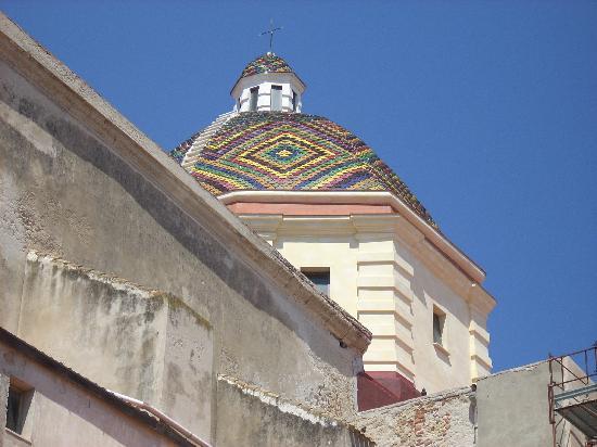 Chiesa di San Michele: cupola maiolicata