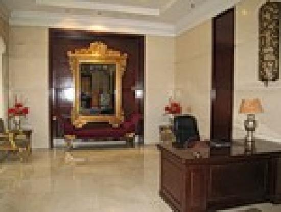 Modern Hotel: Lobby
