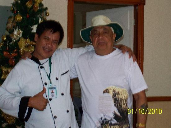 Park Hill Hotel Mactan: Me and Joseph the chef who did the breakfast's