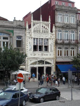 City Sightseeing Porto: Librería Lello e Irmao desde el bus turístico. La librería más bella de Europa