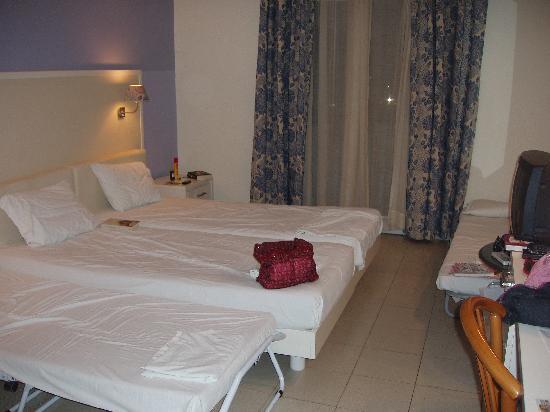 Dolphin Bay Family Beach Resort: room 301