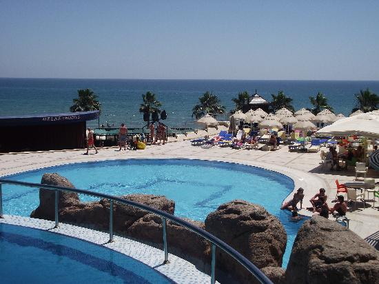 Melas Holiday Village: Lower swimming pool overlooking the sea