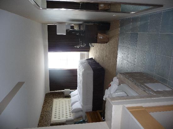 Ocean Club Hotel : Soaking Tub King Bed Room