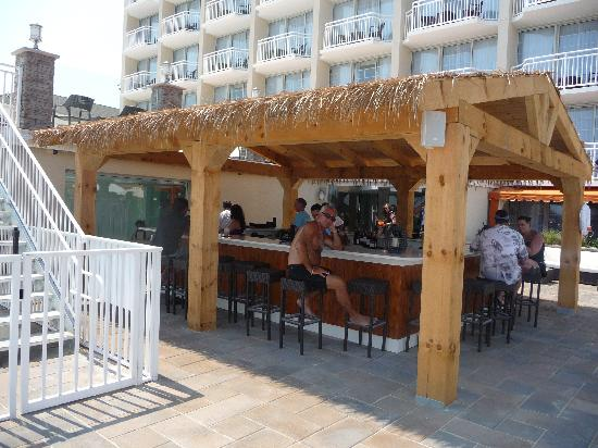 Ocean Club Hotel: Tiki Bar at the Ocean Club