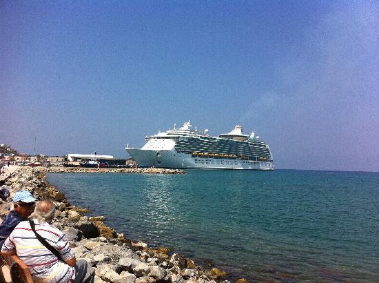 Palm Hotel: Ballade sur le port