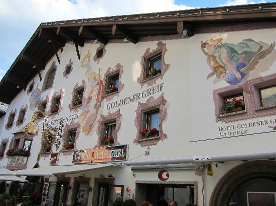 Hotel Goldener Greif: The hotel from the outside
