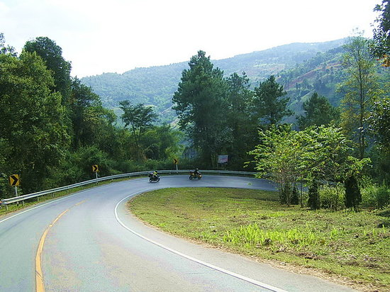 Mae Hong Son, Thailand: switchbacks, fantastic bends all over!