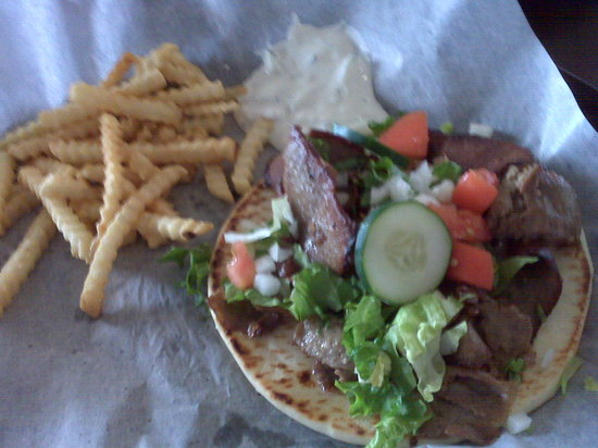 Sonio's Cafe : Gyro with Fries